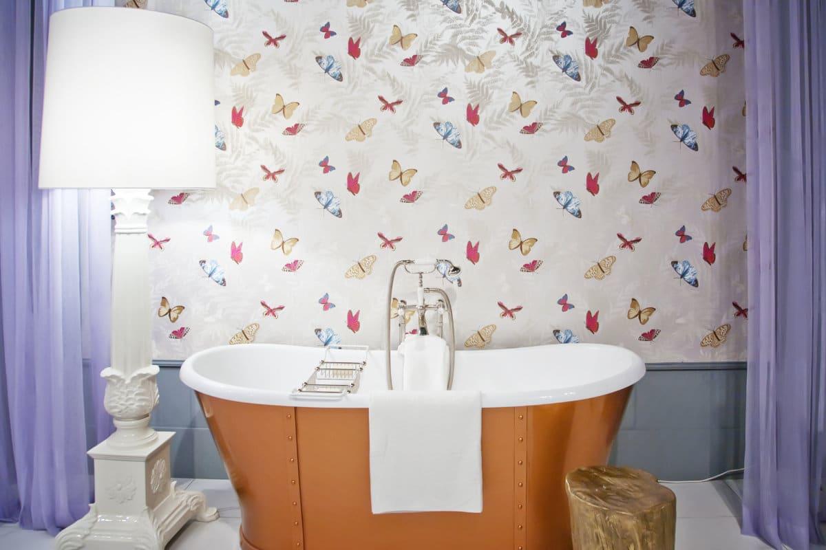 Kleurrijke badkamer met spanwand vlinders